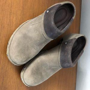 Merrill clogs